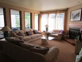 Villa Bernadette is a Spacious Fairway Condo on the Golf Course - Southwestern Idaho vacation rentals