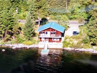 Huckleberry Rose- Lakeside with spectacular mountain views and private dock. - Southwestern Idaho vacation rentals