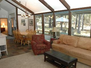 Spacious 4 bedroom Black Butte Ranch House with Deck - Black Butte Ranch vacation rentals