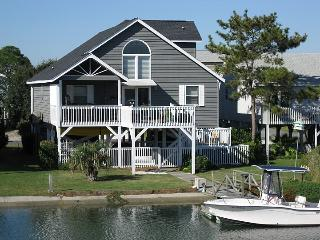 Bright 4 bedroom Ocean Isle Beach Cottage with Deck - Ocean Isle Beach vacation rentals