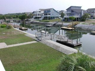 Comfortable Cottage with Deck and Internet Access - Ocean Isle Beach vacation rentals