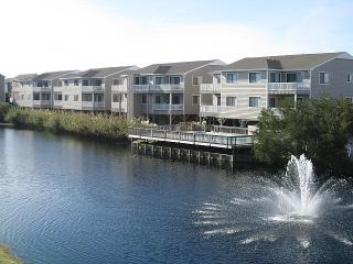 Nice Condo with Deck and Dishwasher - Ocean Isle Beach vacation rentals