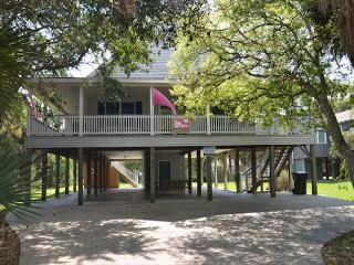 Just Trippin' - Tasteful Home Located Steps To the Ocean 4BR/2BA - Edisto Island vacation rentals