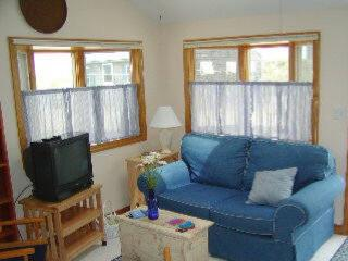 Cozy 2 bedroom East Sandwich Cottage with Deck - East Sandwich vacation rentals