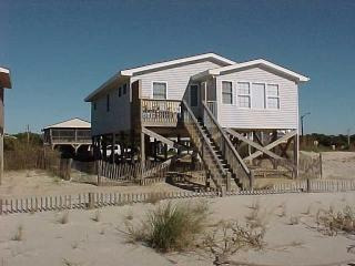 Charming 4 bedroom Oak Island House with Deck - Oak Island vacation rentals