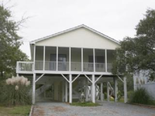 Beautiful 3 bedroom Oak Island House with Dishwasher - Oak Island vacation rentals