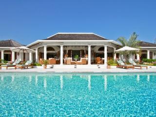 RESORT! TENNIS! GOLF! STAFF! POOL! Bouganvillea - Sandy Bay vacation rentals