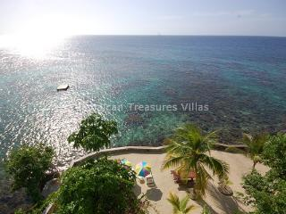 WATERFRONT! TENNIS! FAMILY Golden Clouds - Oracabessa vacation rentals