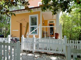 Charming 2 bedroom House in Seaside - Seaside vacation rentals