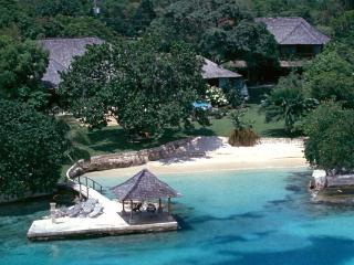 Amanoka - Discovery Bay 7 Bedroom Beachfront - Discovery Bay vacation rentals
