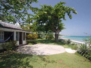 Bahia Cottage - Runaway Bay 1 Bedroom - Runaway Bay vacation rentals