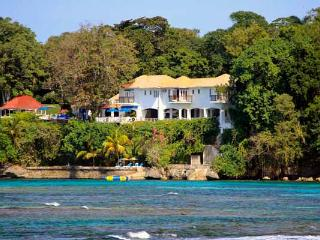 Golden Clouds - Ocho Rios area 9 Bedrooms - Ocho Rios vacation rentals