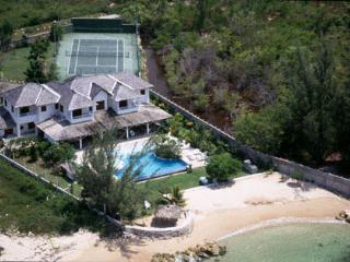 Selah - Runaway Bay 4 Bedroom Beachfront - Runaway Bay vacation rentals