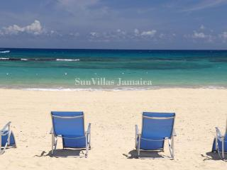 Gorgeous House with Internet Access and Short Breaks Allowed - Runaway Bay vacation rentals