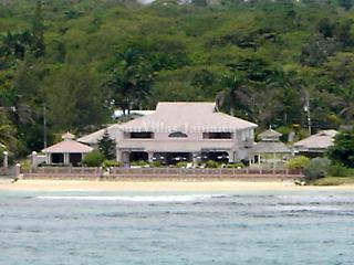 Villa Paradiso - Ocho Rios 7 Bedroom Beachfront - Ocho Rios vacation rentals