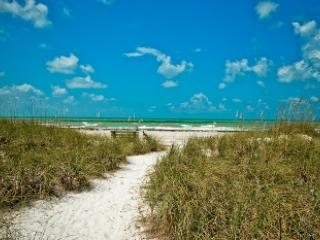 Steps to the beach - Mangrove Cottage-105 Mangrove - Anna Maria - rentals