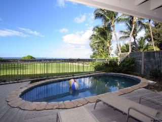 8 bedroom oceanfront mansion with pool & jacuzzi. Perfect for large groups - Haleiwa vacation rentals