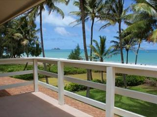 Spacious & light,art filled home with hot tub on spectacular Waimanalo beach - Honolulu vacation rentals