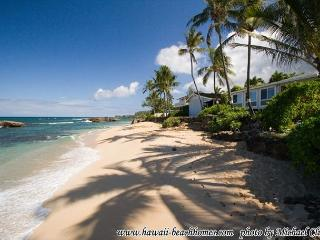 Fun in the Sun! Family Friendly, affordable, directly beach front near Waimea - Honolulu vacation rentals