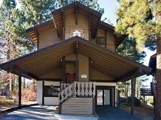 Renovated 4BR/4BA chalet with filtered lake views! Sleeps up to 10 - South Lake Tahoe vacation rentals