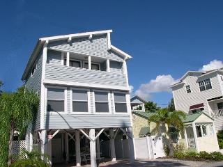 Gulf View Sunset Beach House sleeps 8 - Plasma TV, Wifi & Small Dog Friendly - Treasure Island vacation rentals