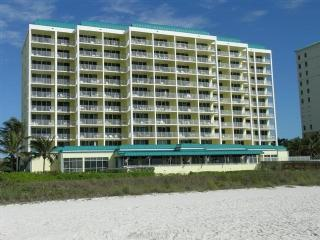 Front view - Grab your beach gear and enjoy this fantastic Condo on the Gulf of Mexico - Marco Island - rentals