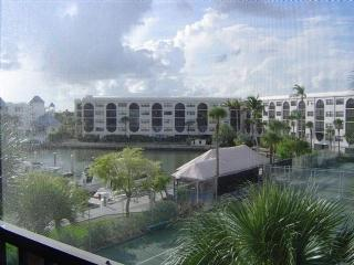 Condo in Waterfront Resort with views of the pool !  Close to shopping and Restaurants - Marco Island vacation rentals