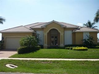 Front view - Decorator Furnished Doll House with wide water views of open water bay ! - Marco Island - rentals