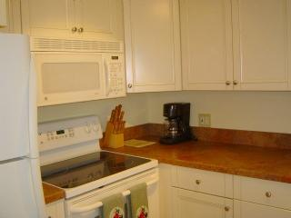 Kitchen - Updated and cozy Condo in Historic District of Marco Island-Nice quiet location! - Marco Island - rentals