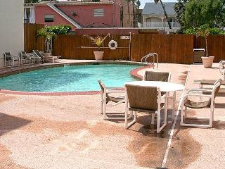 Casa Del Sol #307-Comfortable condo, nice pool area - across the street from Boomerang Billy`s Beach Bar/Grill. - Texas Gulf Coast Region vacation rentals