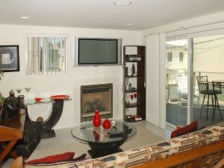 Newer one bedroom near beach and bay complete with patio and garage. - Pacific Beach vacation rentals