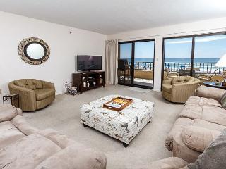 SD 208:Large beachfront unit- WiFi, balcony, pool, tennis,Free Beach Chairs - Fort Walton Beach vacation rentals