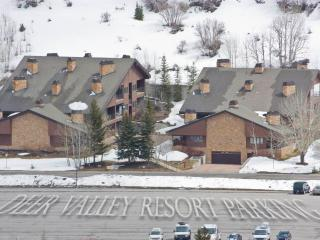 Nice 1 bedroom Deer Valley Condo with Deck - Deer Valley vacation rentals