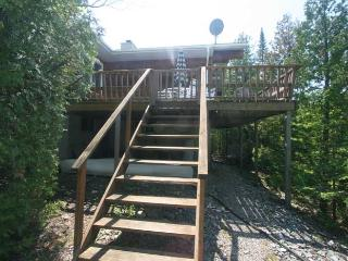 Perfect 3 bedroom Cottage in Tobermory with Deck - Tobermory vacation rentals