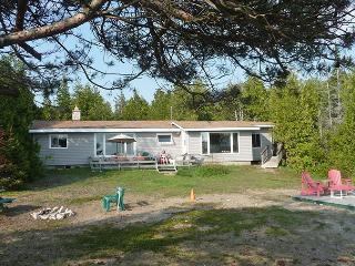 Cozy 3 bedroom Cottage in Tobermory with Deck - Tobermory vacation rentals