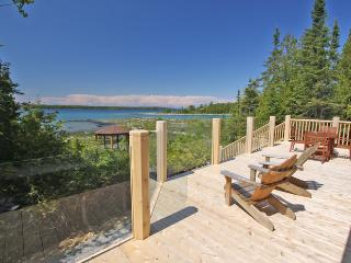 Beautiful 3 bedroom Tobermory Cottage with Deck - Tobermory vacation rentals