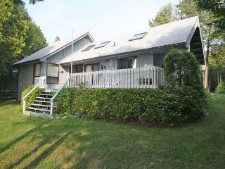 Bright 3 bedroom Owen Sound Cottage with Deck - Owen Sound vacation rentals