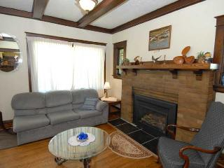 Lovely Cottage with Internet Access and Kettle - Owen Sound vacation rentals
