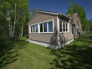 Nice Cottage in Ontario with Internet Access, sleeps 6 - Ontario vacation rentals