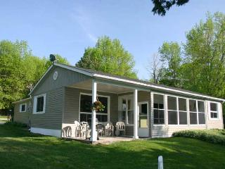 Comfortable 3 bedroom Cottage in Owen Sound with Deck - Owen Sound vacation rentals