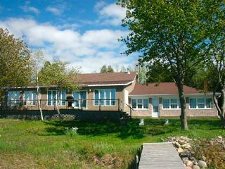 Sunset Hideaway cottage (#303) - Lions Head vacation rentals