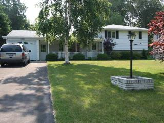 Sunny 3 bedroom Cottage in Point Clark - Point Clark vacation rentals