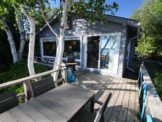 Cozy 2 bedroom Tobermory Cottage with Deck - Tobermory vacation rentals