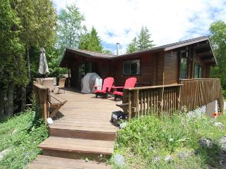 Waterfront Panabode cottage (#468) - Tobermory vacation rentals