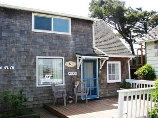 West Wind - Adorable 2 bedroom 2 bath cabin just steps to the beach sleeps 4 - 35567 - Cannon Beach vacation rentals