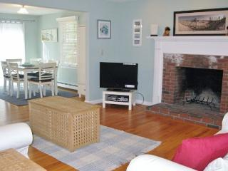 BREWSTER, BEAUTIFUL DECOR & OCEAN EDGE RESORT ACCESS! - Brewster vacation rentals