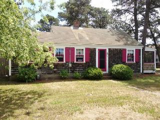 Vintage Beach cottage 2/10th of a mile to Sea Street Beach! - Dennis Port vacation rentals