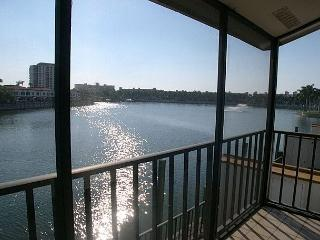 Isla Del Sol BLKV-205- Fantastic Lakeside Villa with Screened Balcony! - Saint Petersburg vacation rentals