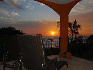 Amazing 2BR oceanview condo- shared pool, vonage phone, a/c, internet HOR204 - Tamarindo vacation rentals