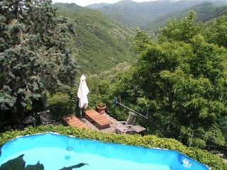 Charming Villa in Tuscany On the Edge of an Authentic Hill Town - Casa Coreglia - Coreglia Antelminelli vacation rentals